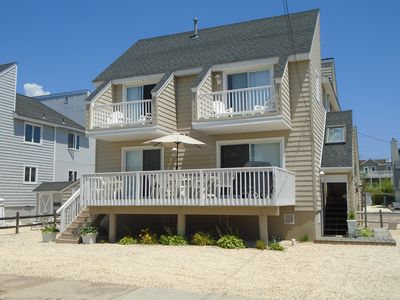 Beach Chic Airy 3 Bedroom Home