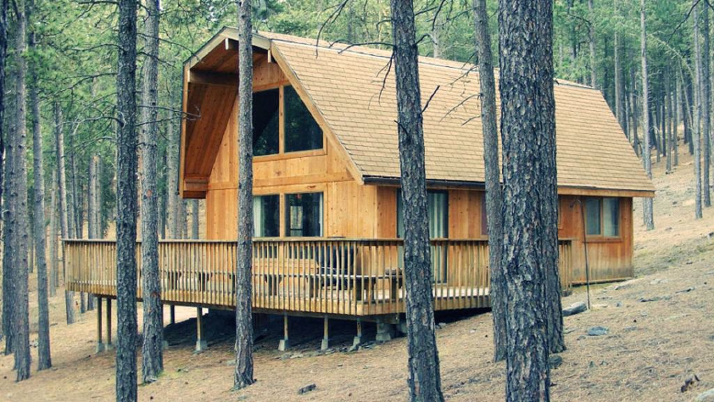 Cozy three bedroom cabin central located to attractions for Pactola lake cabins