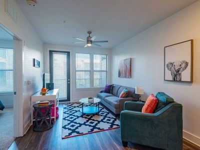 Photo for Funky + Fresh 1BR Apt in Hyde Park
