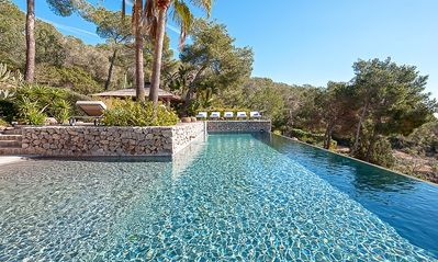 Photo for Tropical surroundings, ocean views and two infinity pools
