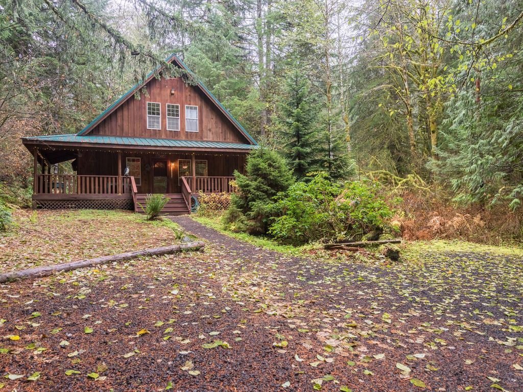Cabin Creek Clothing: Henry Creek Cabin-Hot Tub- Vintage Feel Next To Mt Hood