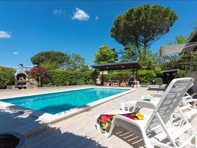 Photo for Holiday house Valbandon for 10 - 11 persons with 4 bedrooms - Detached holiday house