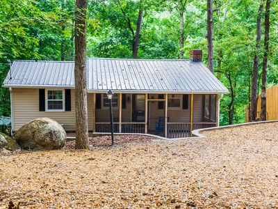 Relax Your Days Away in this Cozy Cottage on Lake Allatoona