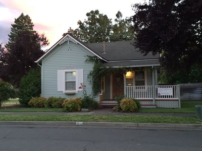 Photo for Charming Cottage 1 1/2 Blocks from Historic Downtown Grants Pass