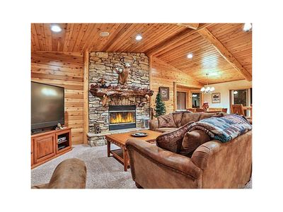 Photo for Foxtail Lodge,  Luxury MTN Retreat! Gourmet Kitchen, Game Room, 2 MSTR Suite