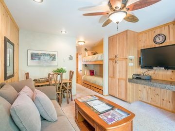 Viking Lodge 313 - Top Floor Condo, Gorgeous River Views.