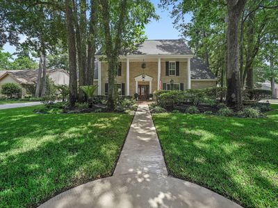 Photo for Kingwood Elegant Colonial 5 Bedroom Home with A Pool Close to Bush IAH Airport.