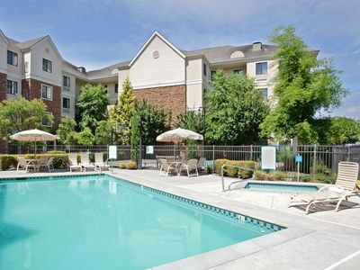 Photo for Near Portland North of the Columbia River   Free Breakfast + Outdoor Pool + Hot Tub