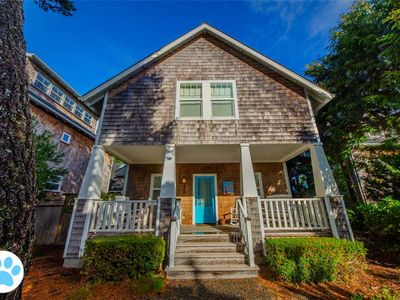 Photo for Gorgeous Luxury Home, Pet Friendly, Hot Tub, Fenced yard, 2 Min Beach Walk, WIFI/Cable/Xbox3