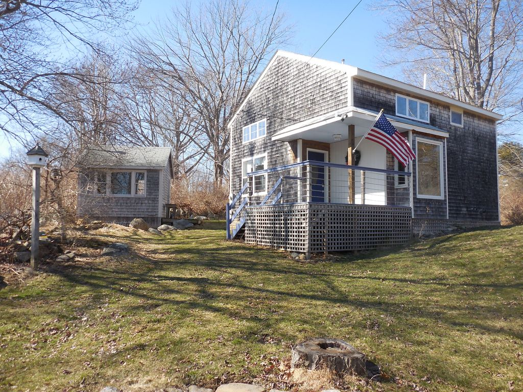 Cozy cottage near fowler 39 s beach long island portland and for Cottage builders near me
