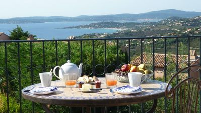 Photo for Large villa with pool, facing the sea, near Saint Tropez. AC.