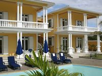 Excellently kept property near beach, restaurants and shops