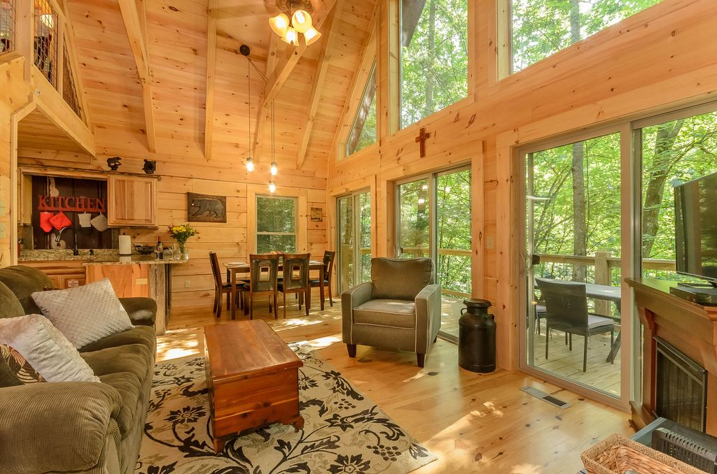 Semi Secluded Cabin Minutes From Downtown Gatlinburg!