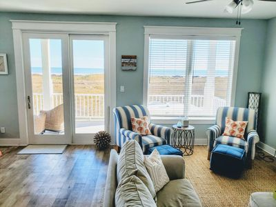 Photo for Beachfront Getaway - 4/4 bedroom beachfront house (3 king beds)