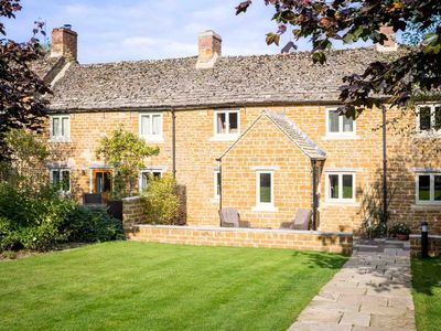 Photo for Climbing Rose Cottage - a lovely Cotswold stone cottage, nestled in the village of Upper Oddington