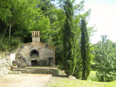 The old bread oven, barbecue and upper terrace