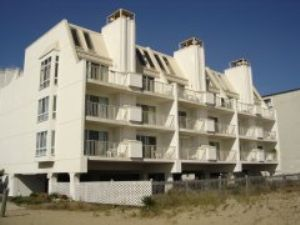 Photo for Beautiful Direct Oceanfront 1 Bedroom Condo on 75th