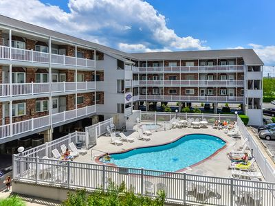 Great 2 Bedroom Condo in Tiffanie by the Sea with Outdoor Pool!