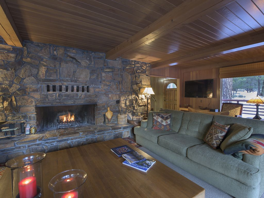 two story cabin with 2 decks over looking vrbo