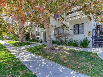 Photo for Renovated Del Rey living. Few minutes from Marina Del Rey Beach. Close to all.