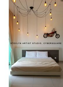 STEVLYN ARTIST STUDIO at CYBERSQUARE