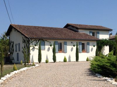 Photo for Aux Jumeleaux: family friendly home with swimming pool and bordering vineyard
