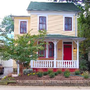 Photo for Lovely Eastport single family home recently remodeled, with great colors and artwork,  Short walk  to downtown and to local restaurants.