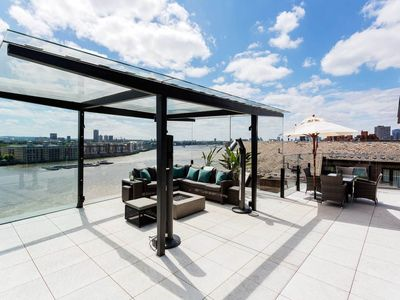 Photo for Spectacular Penthouse 3BR with terrace views to Thames River, by Veeve