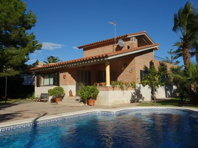 Photo for Independent beautiful villa, private pool, 200 m from the beach