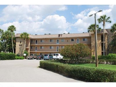 Photo for Affordable, lovely condo close to downtown Naples and Marco Island. Heated Pool
