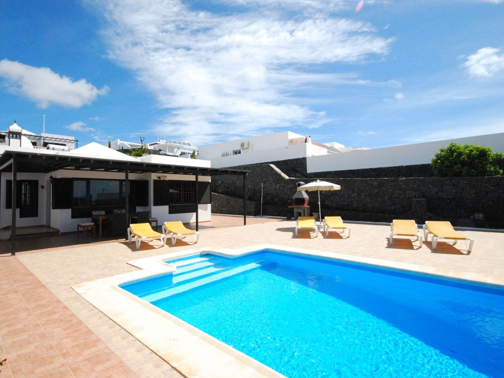 Detached villa with a private swimming pool in puerto del for Private swimming pool
