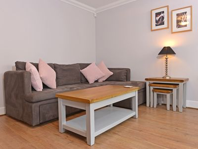 Photo for Stagedoor Apartment (1-bed flat with veranda just off seafront)