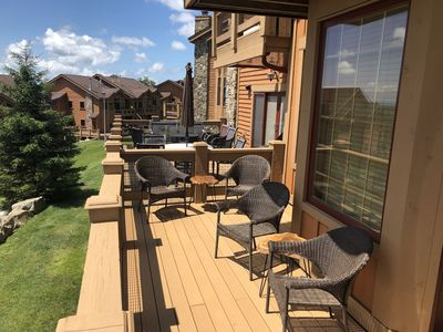 Comfortable seating for five and wonderful mountaintop views on the main level!