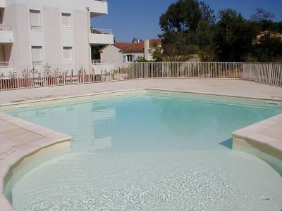 Photo for Nice and air conditioned apartment last floor and sea view in a residence with swimming-pool.