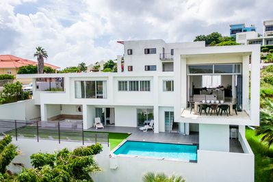 Villa Horizon Designed By Des Bouvrie Affordable Luxury Willemstad