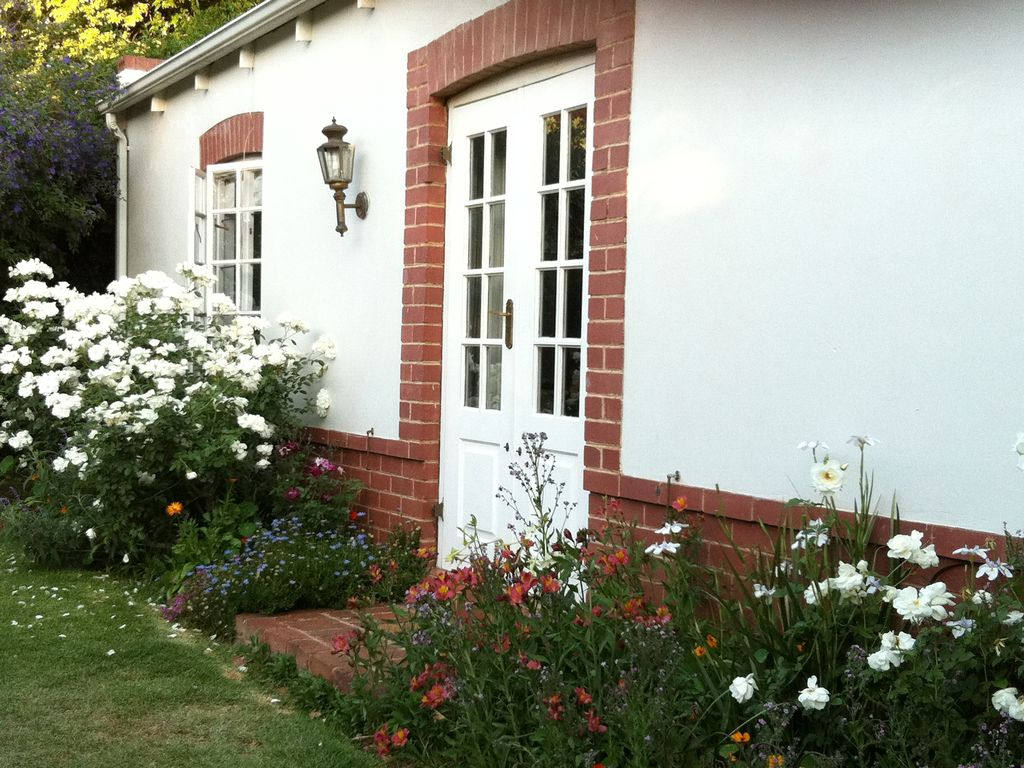 Rose Cottage in a gorgeous garden