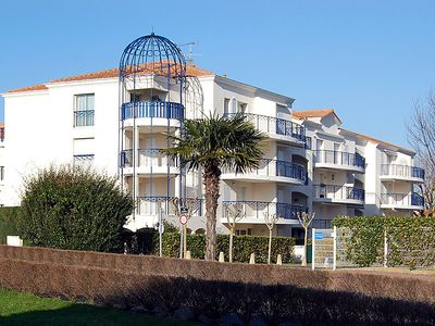 Photo for One bedroom Apartment, sleeps 4 in Vaux-sur-Mer with Pool and WiFi