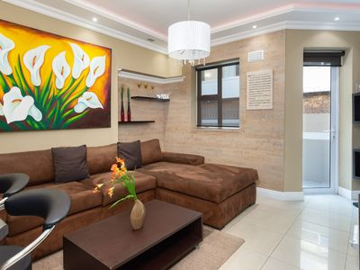 Photo for Stylish | One-Bedroom | Green Point