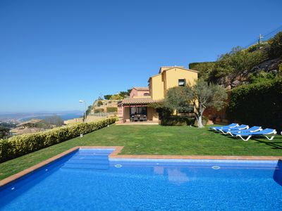 Photo for Beautiful house near the centre of Begur