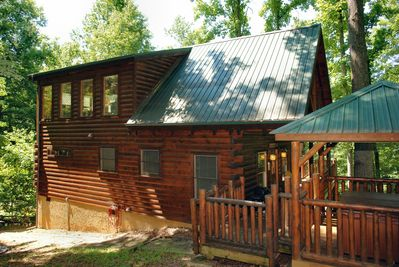 Smoky Mountian Vacation Cabin - This luxury log cabin will exceed your expectations during your Smoky Mountain TN vacation!