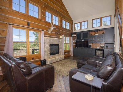 The Perfect Rendezvous Cabin Pet Friendly and private hot tub