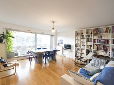 Just minutes from the Eiffel Tower! Comfortable home with lovely balcony (Veeve)