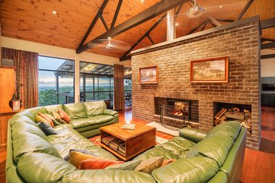 Brumby's Run Lodge -  Lounge/fireplace