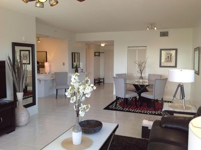 Photo for Beautiful End Unit located on top floor. Close to the beach. Pet friendly.