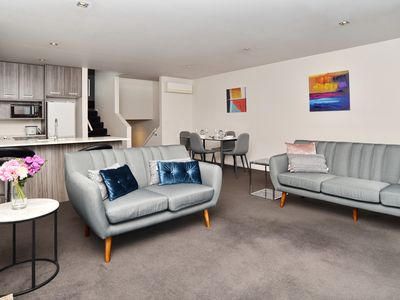 Spacious central Christchurch Apartment on Cramner Square