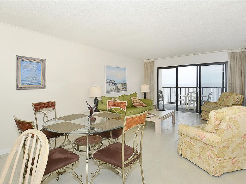 Direct Oceanfront, 2 bedroom, 2 bath unit with semi-private den