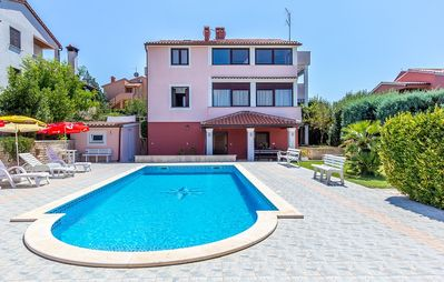 Photo for Apartment with large pool, 2 bedrooms, 2 bathrooms, air conditioning, terrace with barbecue