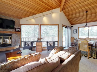 Photo for Gorgeous house w/ well-appointed deck, private hot tub, and 10 SHARC passes!