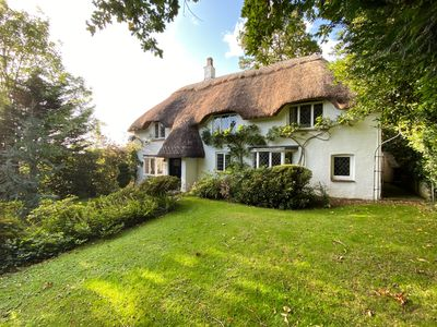 Photo for Idyllic New Forest 6 bedroom Thatched Cottage