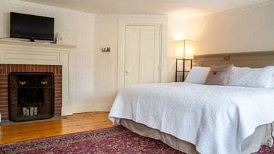 One Bed Room Suite in Historic Farmhouse